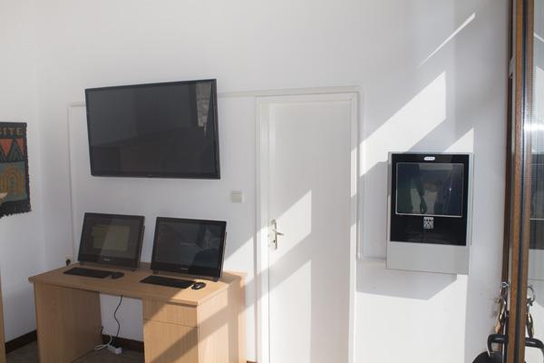 Киоски, посетителски станции публични дисплеи в Община Баните