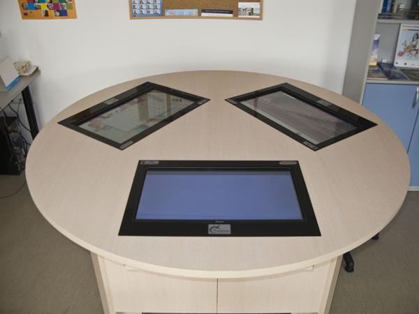 Интерактивна маса InfoDart T235-3