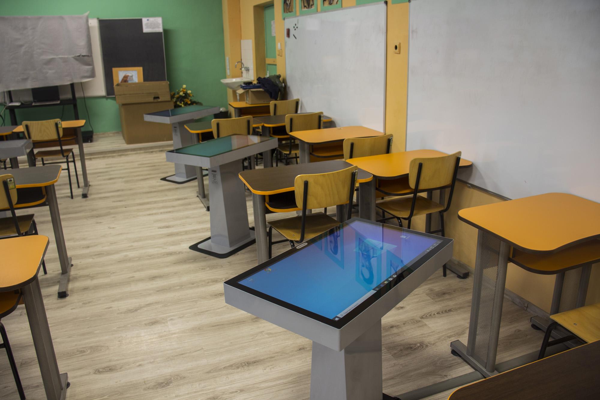 10 интерактивни маси в училище в Белослав